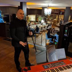 ...l'excellent crooneur Bruno Priscone